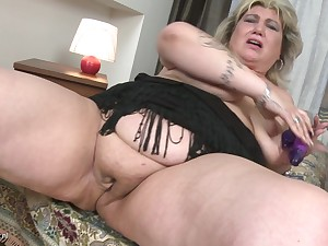 Rubbing her comfit pussy makes Margareta moan loudly