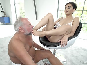 Short haired brunette babe Yasmeena has her feet defeated away from older guy