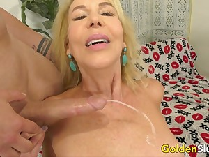Drilling Cock Hungry Peaches Grandma Erica Lauren adjacent to a Long Dick