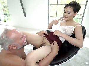 Young Slovak babe Yasmeena Ali is having censorious sex give duo old fart
