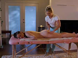 Some horny pussy licking workout in the massage parlor with Candice Dare